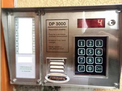 DP3000 kaputelefon inox központ kis névtáblával
